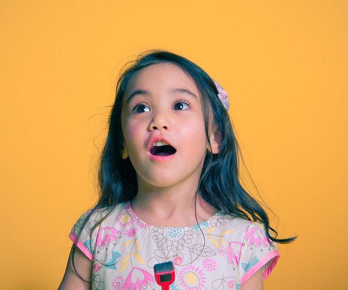 Usia 10 tahun : kemampuan mengobrol yang baik