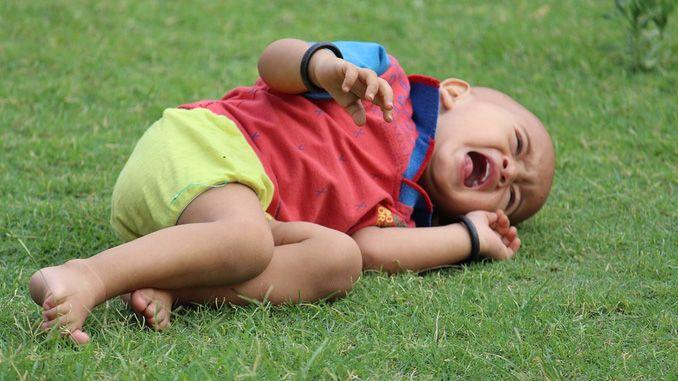 Tips parenting mengatasi anak cengeng
