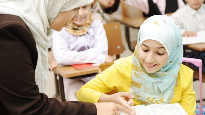 Anak Mengaji Al-Qur'an