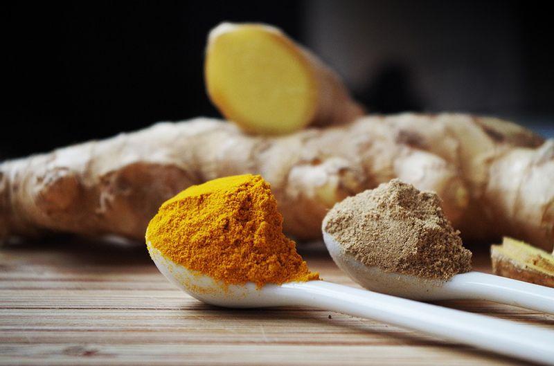 Jahe kaya akan vitamin E dan B6, serat, magnesium, mangan, potassium, dan selenium